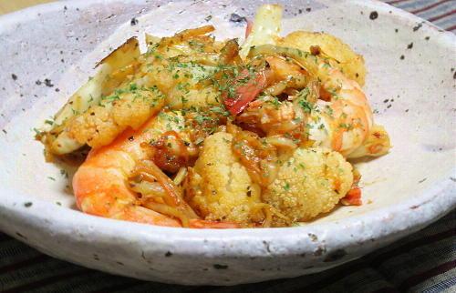 今日のキムチ料理レシピ:エビとカリフラワーのキムチ炒め