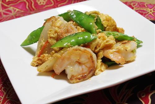 今日のキムチ料理レシピ:エビときぬさやとキムチの卵炒め