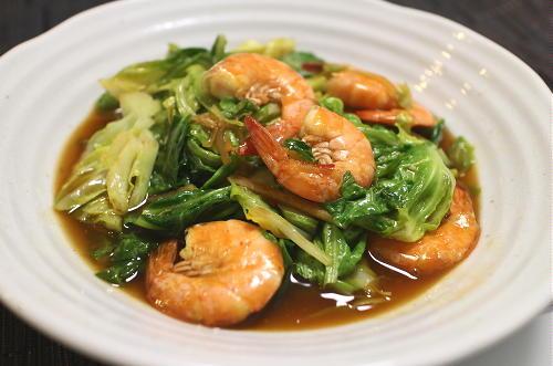今日のキムチ料理レシピ:エビとキャベツのピリ辛中華炒め