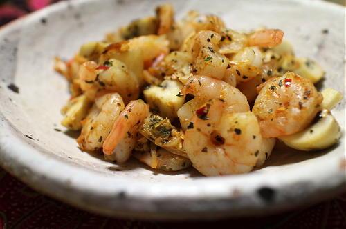 今日のキムチレシピ:エビとマッシュルームのバジルキムチ炒め