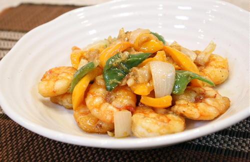 今日のキムチ料理レシピ:エビとパプリカのキムチ味噌和え