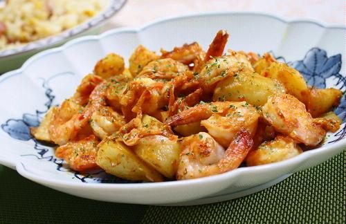 今日のキムチ料理レシピ:エビとジャガイモのキムチ炒め