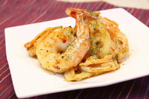 今日のキムチ料理レシピ:海老とレンコンのガーリックキムチ炒め