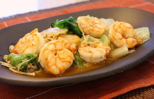 今日のキムチ料理レシピ:エビとレタスとキムチのオイスターソース炒め