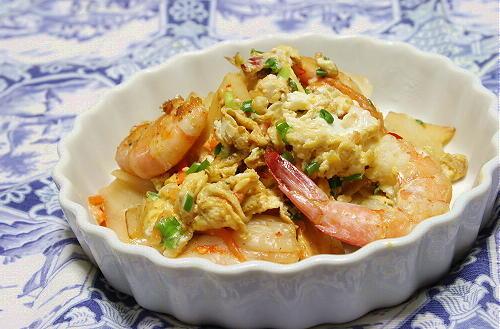 今日のキムチ料理レシピ:エビと筍とキムチの炒り卵