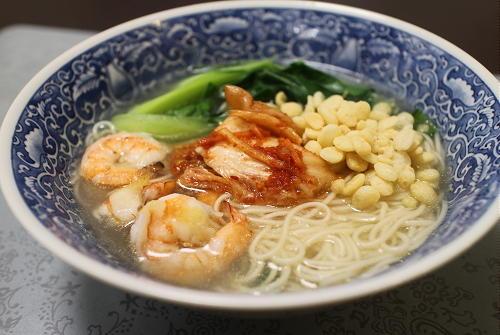 今日のキムチ料理レシピ:エビとチンゲン菜のキムチにゅうめん