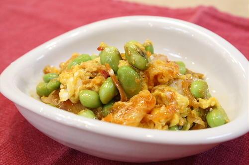 枝豆とキムチの卵とじ