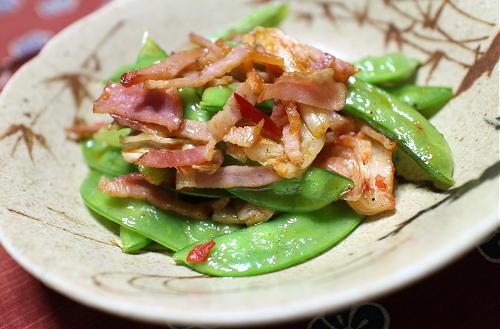 今日のキムチ料理レシピ:さやえんどうとキムチのベーコン炒め