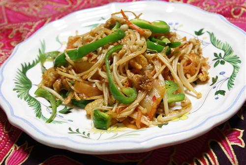 今日のキムチ料理レシピ:えのきとキムチのオイスター炒め