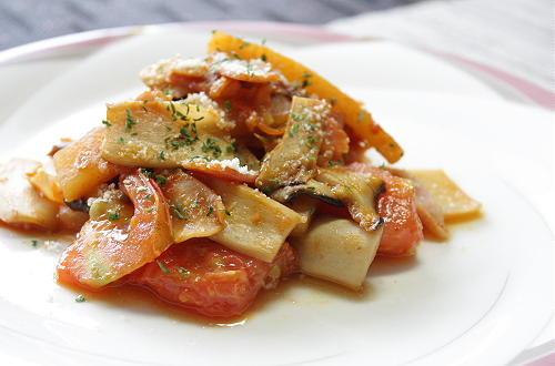 今日のキムチ料理レシピ:エリンギとトマトのキムチ炒め