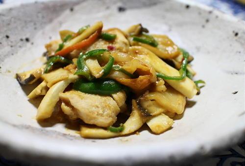 今日のキムチ料理レシピ:エリンギと鶏肉のキムチ味噌炒め