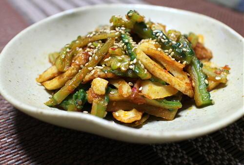 今日のキムチ料理レシピ:ゴーヤとちくわのピリ辛きんぴら