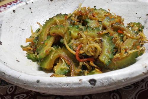 今日のキムチ料理レシピ:ゴーヤとちりめんじゃこのキムチ炒め