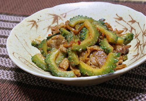 今日のキムチ料理レシピ:豚肉とゴーヤの味噌キムチ炒め
