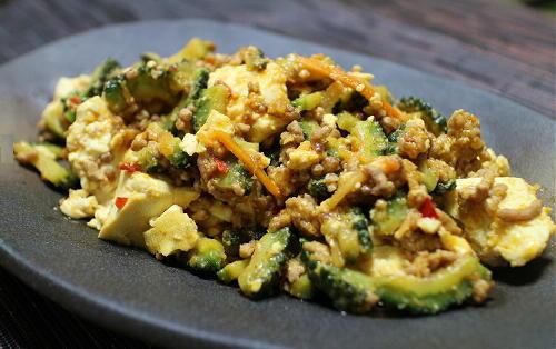 今日のキムチ料理レシピ:ゴーヤと豆腐のキムチひき肉炒め