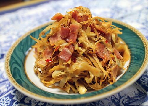 今日のキムチ料理レシピ:ゴボウとベーコンのピリ辛はちみつマスタード炒め