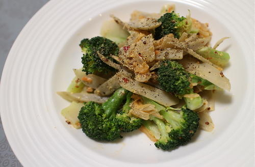 今日のキムチ料理レシピ:ゴボウとブロッコリーのキムチマヨサラダ