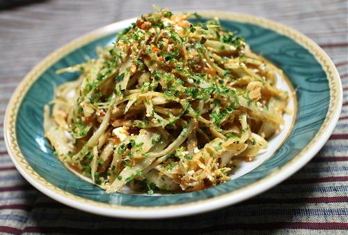 今日のキムチ料理レシピ:ごぼうのピリ辛梅カッテージチーズ和え