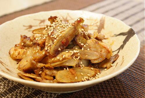 今日のキムチ料理レシピ:ごぼうと豚肉とキムチのごま炒め