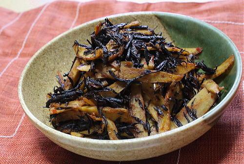 今日のキムチ料理レシピ:ごぼうとひじきのピリ辛きんぴら