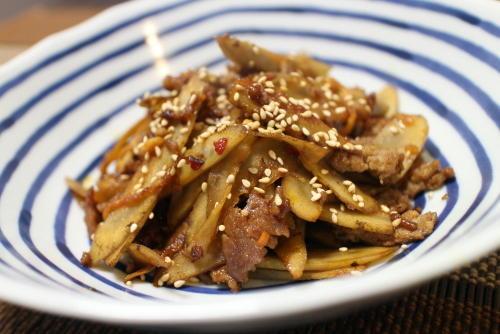 今日のキムチ料理レシピ:ゴボウのピリ辛ひき肉炒め