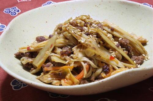 今日のキムチ料理レシピ:ごぼうとキムチの炒め煮