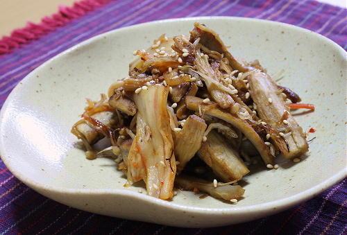 今日のキムチ料理レシピ:ごぼうときのことキムチの甘辛炒め