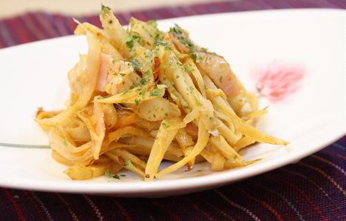 今日のキムチ料理レシピ:ごぼうとキムチのマヨ炒め