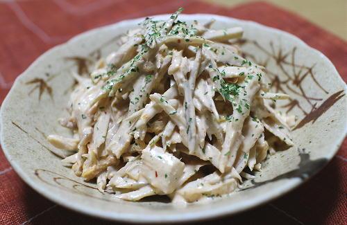 今日のキムチ料理レシピ:ごぼうとキムチの味噌マヨサラダ