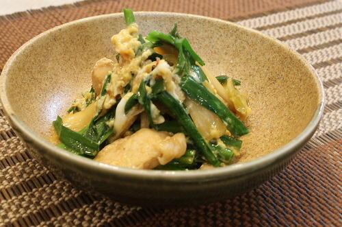 今日のキムチ料理レシピ:にらとキムチの卵とじ