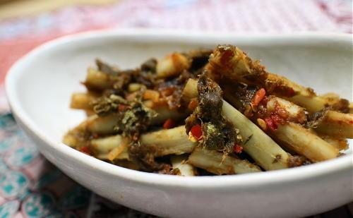 今日のキムチ料理レシピ:ごぼうのピリ辛とろろ昆布和え