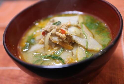 今日のキムチ料理レシピ:ゴボウとキムチお味噌汁