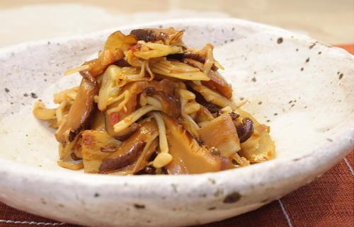 今日のキムチ料理レシピ:ごぼうと干ししいたけのキムチのきんぴら
