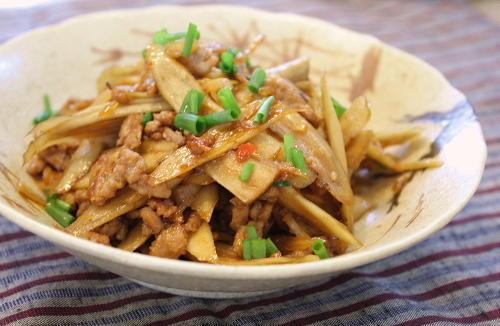今日のキムチ料理レシピ:ごぼうとしょうがの甘辛キムチ炒め