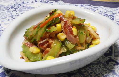 今日のキムチ料理レシピ:ゴーヤとキムチのベーコンドレッシングサラダ