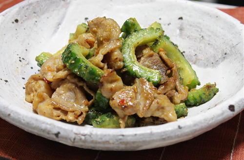 今日のキムチ料理レシピ:ゴーヤと豚肉のピリ辛味噌炒め