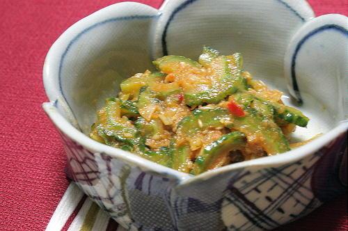 今日のキムチ料理レシピ:ゴーヤのピリ辛胡麻和え