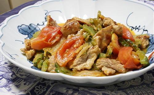 今日のキムチ料理レシピ:ゴーヤとトマトのキムチチーズ炒め
