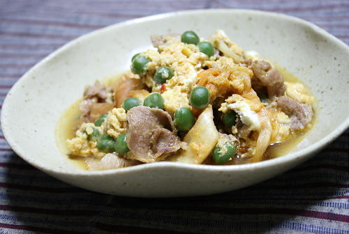 今日のキムチ料理レシピ:グリーンピースとキムチの卵とじ