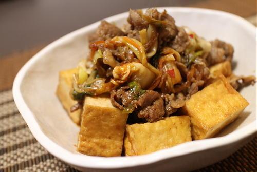 今日のキムチ料理レシピ:厚揚げと牛肉のキムチ炒め煮
