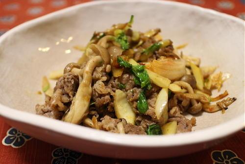 今日のキムチ料理レシピ:牛肉とセロリのキムチ炒め