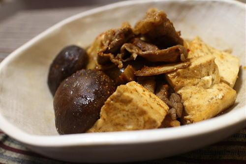今日のキムチ料理レシピ:牛肉と豆腐のキムチ煮込み