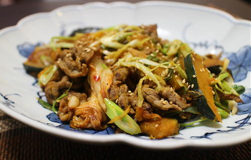 今日のキムチ料理レシピ:牛肉とかぼちゃのキムチ炒め