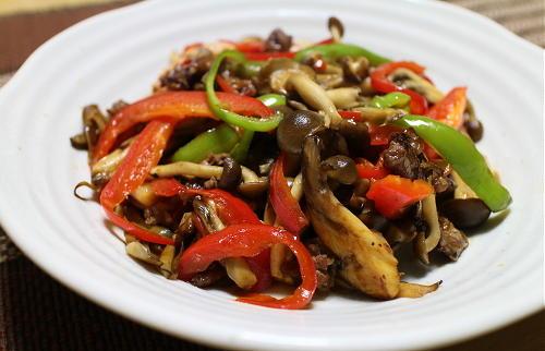 今日のキムチ料理レシピ:キノコと牛肉のキムチ炒め