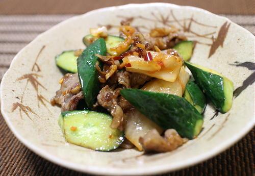 今日のキムチ料理レシピ:牛肉と胡瓜のキムチ炒め
