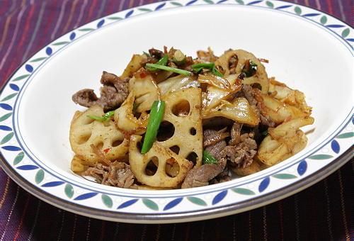 今日のキムチ料理レシピ:牛肉とレンコンのキムチ炒め