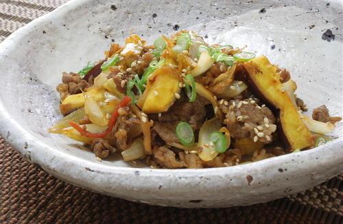 今日のキムチ料理レシピ:牛肉とさつまいものキムチ炒め