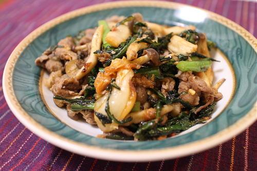 今日のキムチレシピ:牛肉と春菊の胡麻キムチ炒め