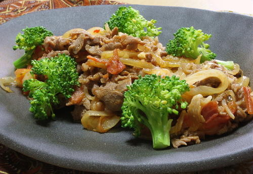 今日のキムチ料理レシピ:牛肉とトマトのキムチ炒め