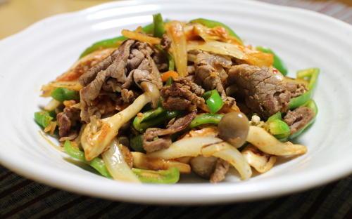 今日のキムチレシピ:牛肉とキムチのウスターソース炒め